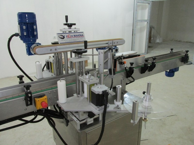 Çift Yönlü Şişe Etiketleme Makinası